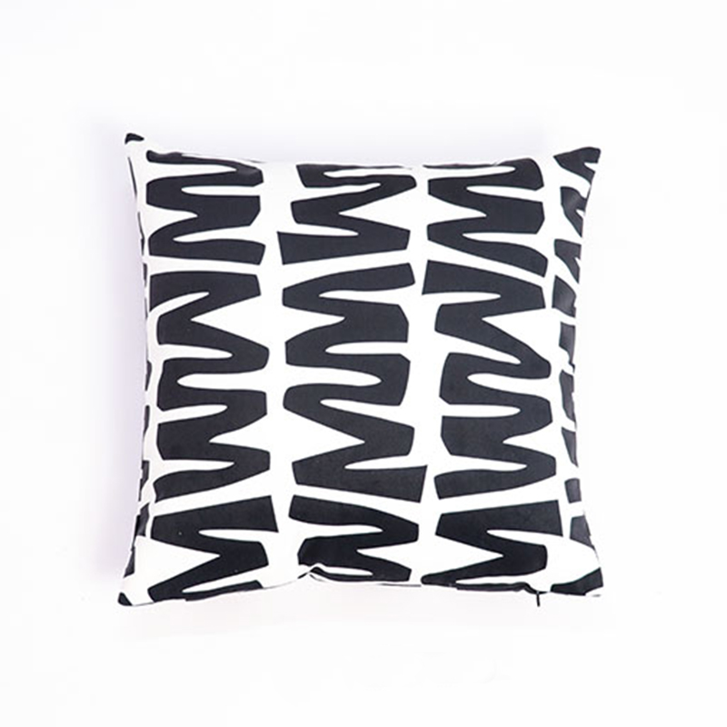 Ikat Kilim Black And White Geometric Printed Pillow Covers For Hotel
